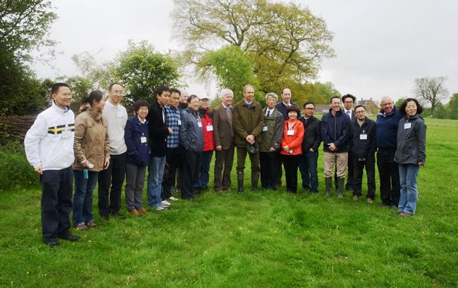 张向东等有机农业代表一行访问英国查尔斯王子有机农场
